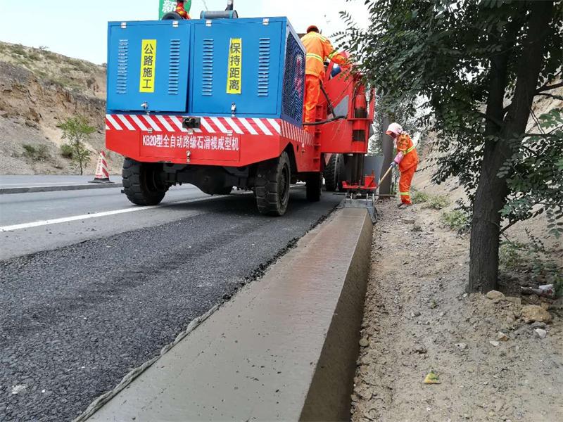 公路滑模机施工