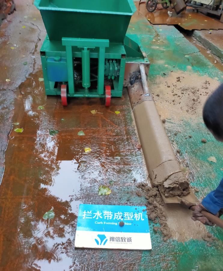 发货前拦水带滑模机必须经过试机环节